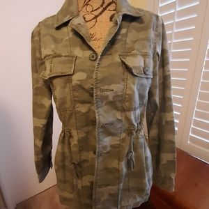 AMERICAN EAGLE OUTFITTERS  CAMO JACKET